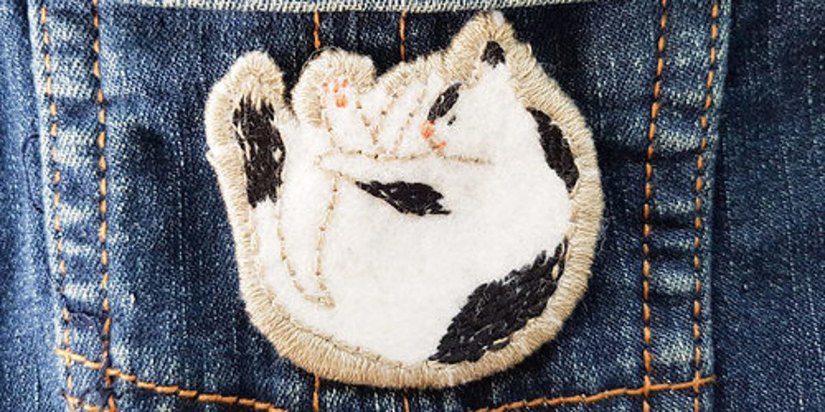 Badge chat broderie