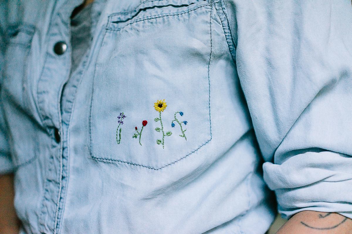 pas mal e5c5d 06266 Fleurs des champs à broder sur une chemise - Saxe