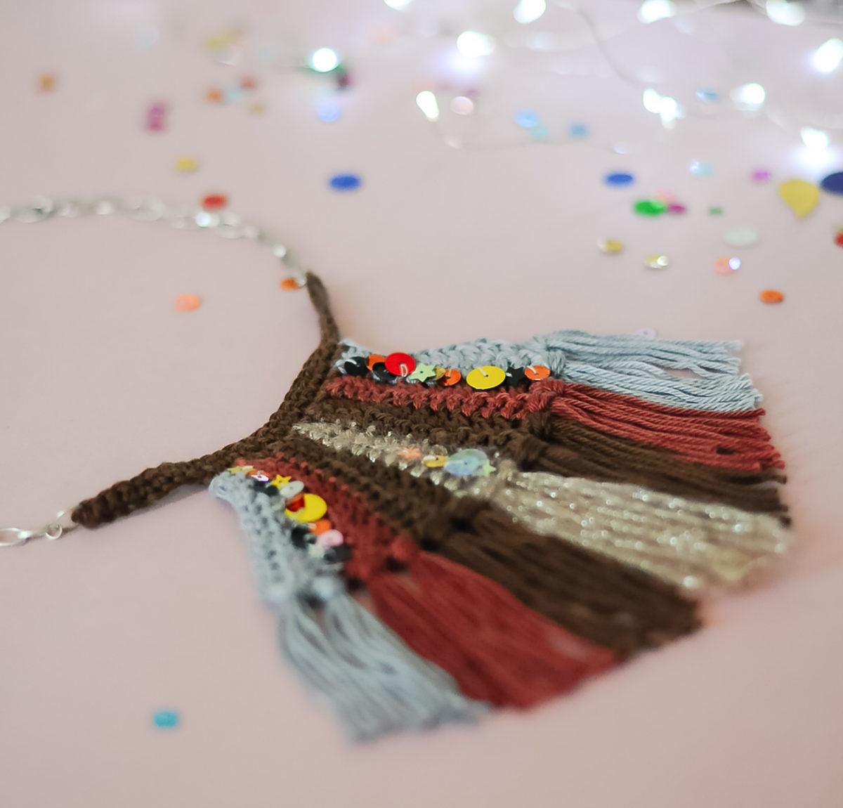 collier crochet plastron