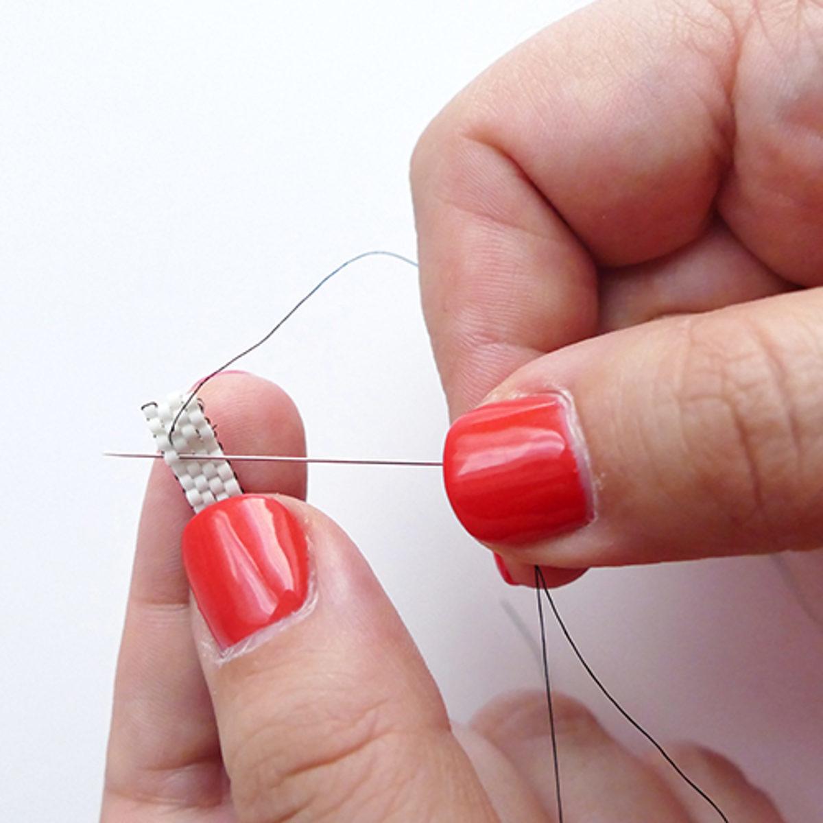 Brickstitch tissage de perles avec des aiguilles