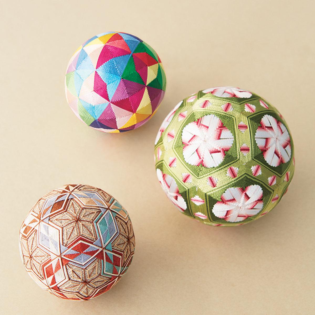 3 balles temari multicolores