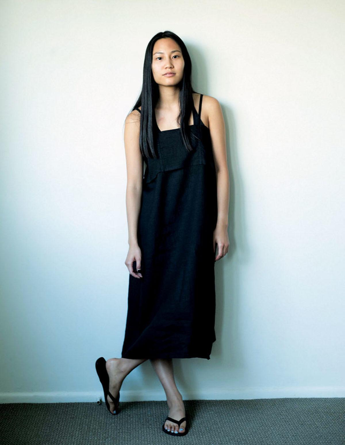 Couture robe-noire en lin